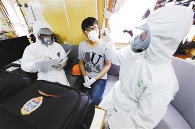 """直击深圳湾口岸和机场:严控境外疫情输入,""""不漏一人""""是如何做"""