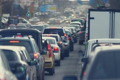 """开车要注意这个不良习惯,有人借此""""碰瓷""""制造180余起交通事"""