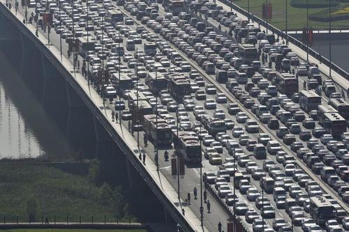 旅游途中发生交通事故如何赔偿?