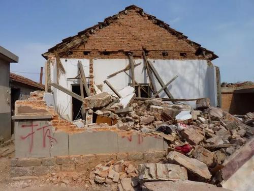 政府以违反一户一宅为由强拆房屋属违法行为,须承担恢复原状的责